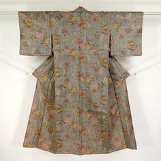 Brown gray, wool komon kimono /  何学柄を織り上げた気取りの無いウールの単衣小紋 http://www.rakuten.co.jp/aiyama #Kimono #Japan #aiyamamotoya