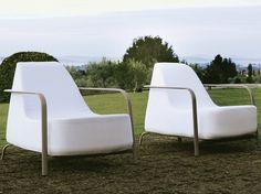 Poltrona da giardino imbottita in tessuto Collezione BIGFOOT by FAST   design Andrea Radice