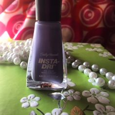 I don't like waiting for polish to dry! This dries very quickly.  @sallyhansen @glamourchicpeek #PopularizerContest