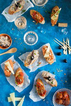 3 x Spaanse pinchos voor bij de borrel. Deze hapjes op een stokje zijn heerlijke tapas recepten. #pinchos #spaanserecepten Taco Wraps, Bruchetta, Tempura, Spanish Food, Tex Mex, Fajitas, Tostadas, Fresh Rolls, Sushi