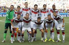 World Cup group stage - Germany vs. Ghana - The German team pose for a group photo before the group G World Cup soccer match between Germany and Ghana at the Arena Castelao in Fortaleza, Brazil, Saturday, June 21, 2014. (AP Photo/Matthias Schrader)