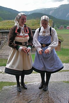 Setesdalsbunader på Rygnestadtunet03 - Setesdalsbunad - Wikipedia Folk Costume, Costumes, Going Out Of Business, Summer Outfits Women, Traditional Outfits, Norway, Hipster, Culture, Street Style