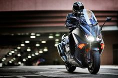 RoadRUNNER - 2015 Yamaha TMAX: A Sporty Scooter?