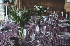 Create a memorable celebration with graduation party ideas, using fun and cheap DIY projects for creative decorations, food, and games your friends will enjoy. Wedding Table Decorations, Decoration Table, Wedding Centerpieces, Dining Decor, Box Vin, Wine Images, Table Dimensions, Glass Material, Centerpieces