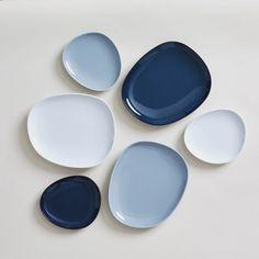 Hakusan Toki Ceramic Plate in Blue – mogutable Painted Ceramic Plates, Ceramic Painting, Ceramic Pottery, Ceramic Art, Ceramic Design, Japanese Plates, Japanese Ceramics, Japanese Pottery, Plate Design