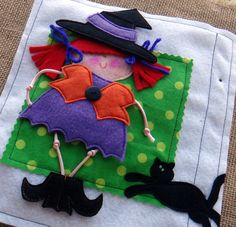 LITTLE SPOOKS felt quiet book .PDF pattern por LindyJDesign en Etsy