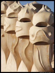 Filmmaker Hiroshi Teshigahara: Gaudi Made Me Realize the Lines Between the Arts Are Insignificant - Gwarlingo Great Buildings And Structures, Modern Buildings, Dubai Skyscraper, Antoni Gaudi, Magnum Opus, Interesting Buildings, Art And Architecture, Ceramic Art, Art Nouveau
