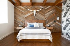 Reclaimed wood accent wall with chevron pattern is an absolute showstopper - Decoist