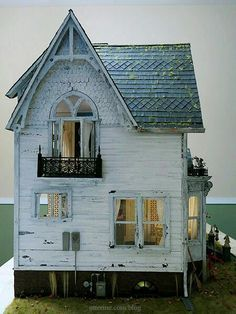 While this won't be the last post on The Haunted Heritage, the build has come to the completion mark.the only realistic benchmark a miniature house can ever reach. This whole project started with the purchase of The Chair, a wonderful miniature… Haunted Dollhouse, Haunted Dolls, Dollhouse Miniatures, Dollhouse Ideas, Victorian Dollhouse, Miniature Rooms, Miniature Houses, Tiny World, Fairy Houses
