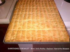 Stien Rust Karringmelkbeskuit (Ma Joyce) 3 pakke SR meel (1,5 kg) 1½ koppie suiker 3 eiers 500 gr smeer 1 teelepel koeksoda 1 tee...