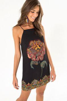 vestido curto flor de sol