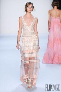 Badgley Mischka - Ready-to-Wear - Spring-summer 2014 - http://www.flip-zone.net/fashion/ready-to-wear/fashion-houses-42/badgley-mischka-4117 - ©PixelFormula