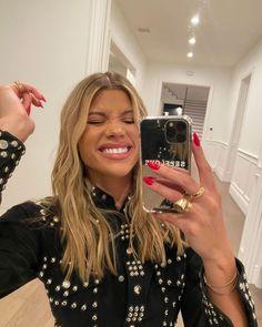 Sofia Richie, Hair Inspo, Hair Inspiration, Nicole Richie Hair, Going Blonde, Celebrity Look, Celeb Style, Hair Designs, Cute Hairstyles