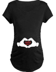 Coming Soon Mickey mains T-shirt de maternité. par ShesCrafteeLLC