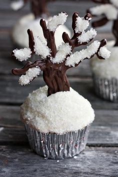 Let it Snow.These winter cupcakes look very impressive. These are white cake mix cupcakes, topped with white frosting dipped into the sugar and lovely trees are made with cacao and white candy melts. Maybe even coconut flakes for a healthier spin? Noel Christmas, Christmas Desserts, Christmas Treats, Christmas Baking, White Christmas, Scandinavian Christmas, Christmas Design, Simple Christmas, Beautiful Christmas