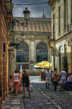 Street leading toward de market in Jerez de la Frontera, Andalucía_ Spain