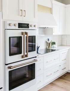 Modern Home Decor kitchen design.Modern Home Decor kitchen design Home Decor Kitchen, New Kitchen, Home Kitchens, White Appliances In Kitchen, Kitchen Oven Design, Kitchen Ideas, Bosch Appliances, Vintage Appliances, Cozy Kitchen