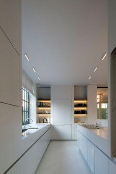 White kitchen - House in Knokke Belgium by Glenn Reynaert: