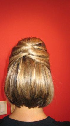 pretty updo for short hair... Drae, this is something she can do for your tomorrow? :)