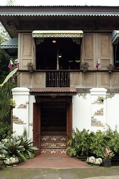 Building 25 Tips for a Tropical Home Filipino Architecture, Tropical Architecture, Spanish Architecture, Japanese Architecture, Filipino Interior Design, Dream Home Design, House Design, Bamboo Hedge, Filipino House