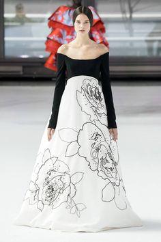 Carolina Herrera Fall 2020 Ready-to-Wear Fashion Show Milan Fashion Weeks, New York Fashion, Paris Fashion, Runway Fashion, High End Fashion, Fashion 2020, Fashion News, Fashion Show, Fashion Fashion