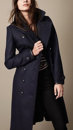 Burberry - Navy Pea coat militare in misto lana imbottito - Immagine 1 Coats For Women, Clothes For Women, Navy Coat, Mini Vestidos, Lookbook, Her Style, Mantel, What To Wear, Casual Outfits