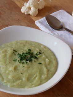 Vellutata di cavolfiore bianco, zucchine e patate. Primo piatto senza glutine ideale per combattere il freddo!