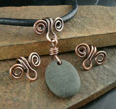 Solid Copper Bails, Handmade Bail, Made to Order, Copper Swirl Bail, For . - Handmade Solid Copper Bails for Necklace Pendants by kurtzysbeads - Wire Pendant, Pendant Jewelry, Beaded Jewelry, Jewellery, Copper Wire Jewelry, Wire Wrapped Jewelry, Wire Jewelry Designs, Bijoux Fil Aluminium, Wire Necklace