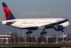 N866DA Delta Boeing 777-200ER