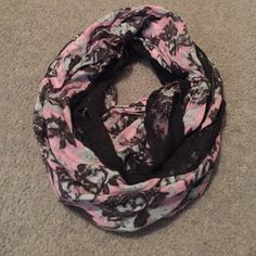 Urban outfitters scarf Excellent condition Urban Outfitters Accessories Scarves & Wraps