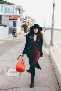 Travel Like a Model With Natalie Off Duty Style Invierno, Natalie Off Duty, New Street Style, Mix Style, Boho Look, Hippy, Boho Chic, What To Wear, Dresses For Work