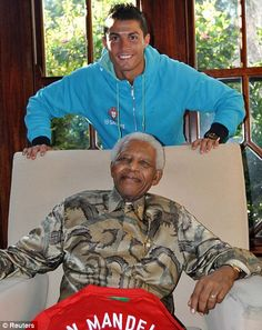 Nelson Mandela with Cristiano Ronaldo Nelson Mandela, Cristiano Ronaldo, Man Of Peace, African National Congress, First Black President, Good Soccer Players, Black Presidents, Freedom Fighters, Sports Stars