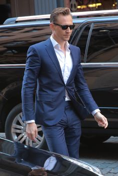 Tom Hiddleston out and about in SoHo, New York 20.4.2016 From http://tw.weibo.com/torilla/3966517857442518