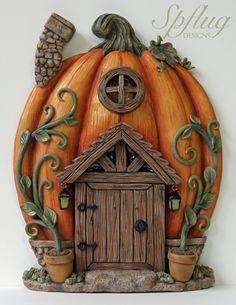 Autumn Fairy Door - crafting for love # polymerclay Autumn Fairy Door – Crafts to Love # polymerclay Polymer Clay Halloween, Polymer Clay Fairy, Polymer Clay Crafts, Diy Clay, Pumpkin Fairy House, Clay Fairy House, Fairy Houses, Door Crafts, Halloween Fairy