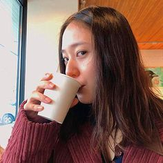 Krystal discovered by tomatoro on We Heart It Krystal Sulli, Jessica & Krystal, Krystal Jung, Jessica Jung, Sanha, The Most Beautiful Girl, Perfect Woman, Yoona, My Baby Girl