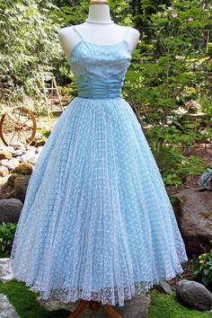 Princess in Waiting-Vintage 1950s Formal/Prom Dress-Satin and lace Net-Ballerina Length