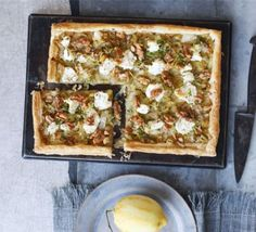 Leek, goat's cheese, walnut & lemon tart (goat cheese puff pastry) Tart Recipes, Veggie Recipes, Vegetarian Recipes, Veggie Meals, Savoury Recipes, Vegetable Dishes, Lunch Recipes, Bbc Good Food Recipes, Cooking Recipes