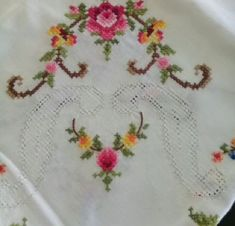 This post was discovered by Di Bargello, Cross Stitch Flowers, Cross Stitching, Hand Embroidery, Diy And Crafts, Weaving, Crochet, Floral, Rococo