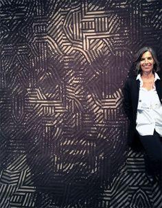 Nani Marquina in front of graphic-design legend Milton Glaser& rug for Nanimarquina. Milton Glaser, Hand Tufted Rugs, Carpet Design, Contemporary Design, Wool Rug, Gray Color, African, Graphic Design, Texture