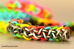 How to Make a Ziagonal Rainbow Loom Bracelet- where'd they get the silver bands? Rainbow Loom Tutorials, Rainbow Loom Patterns, Rainbow Loom Creations, Rainbow Loom Bands, Rainbow Loom Bracelets, Loom Love, Fun Loom, Loom Band Bracelets, Rubber Band Bracelet
