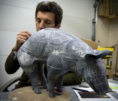 David Regan at work Animal Sculptures, Sculpture Art, Ceramic Sculptures, Pottery Animals, Sgraffito, Ceramic Clay, Ceramic Artists, Sculpting, Cool Art
