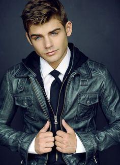 Garrett) hey I'm 24 years old and I'm dating Gigi.