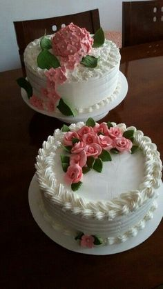 Wedding Cakes with Buttercream Roses Cake Icing, Buttercream Cake, Cupcake Cakes, Buttercream Decorating, Cookie Decorating, Brze Torte, Decoration Patisserie, Small Cake, Occasion Cakes