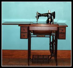 Treadle Singer Sewing Machine 15-88 - Mine looks just like this.