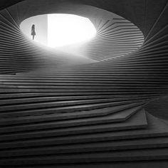 Pin By Luke Milton On Stairs Arquitectura Fotografia Luz Architecture Cool, Landscape Architecture, Fashion Architecture, Architecture Diagrams, Chinese Architecture, Contemporary Architecture, Staircase Design, Stair Design, Spiral Staircase