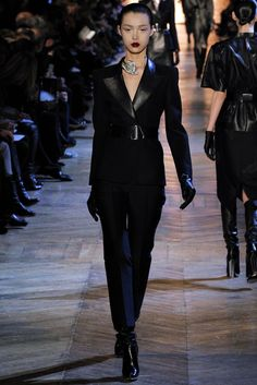 Saint Laurent Fall 2012 Ready-to-Wear Fashion Show - Tian Yi (OUI)