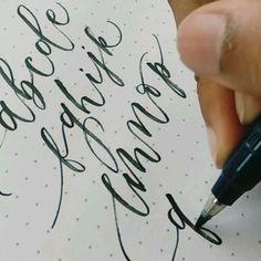 Hand Lettering Tutorial, Hand Lettering Alphabet, Hand Lettering Quotes, Creative Lettering, Font Styles Alphabet, Fancy Fonts Alphabet, Lettering Tattoo, Hand Lettering Styles, Spanish Alphabet