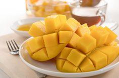 One large piece edible + fresh aloe leaf + one mango + half of a lemon + honey to taste= Very (very) good ===>