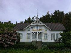 En gang... -|- Once upon... (erlingsi) Tags: house building norway norge norden haunted villa noruega grime oc scandinavia decayed sunnmre noorwegen noreg weired erlingsivertsen vanylven larsnes larsnesvillaen
