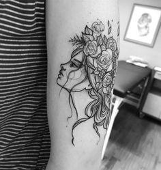 Tatuagem feita por Ricardo da Maia de Curitiba.  Mulher com cabelos e rosas. Arte em blackwork.  #tattoo #tatuagem #tatuaje #art #arte #tattoo2me #blackwork #sketch